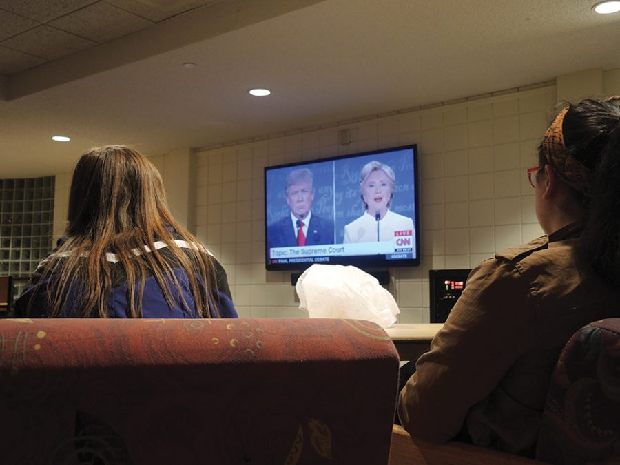 College Democrats host a debate viewing party in the Sorin game room.