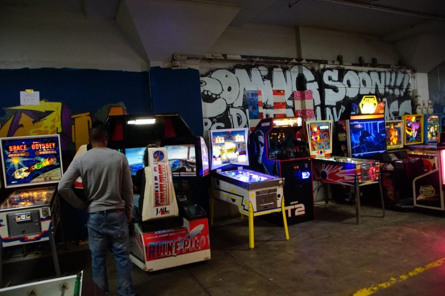 Can Can Wonderland features over 20 vintage arcade games for nostalgic entertainment.