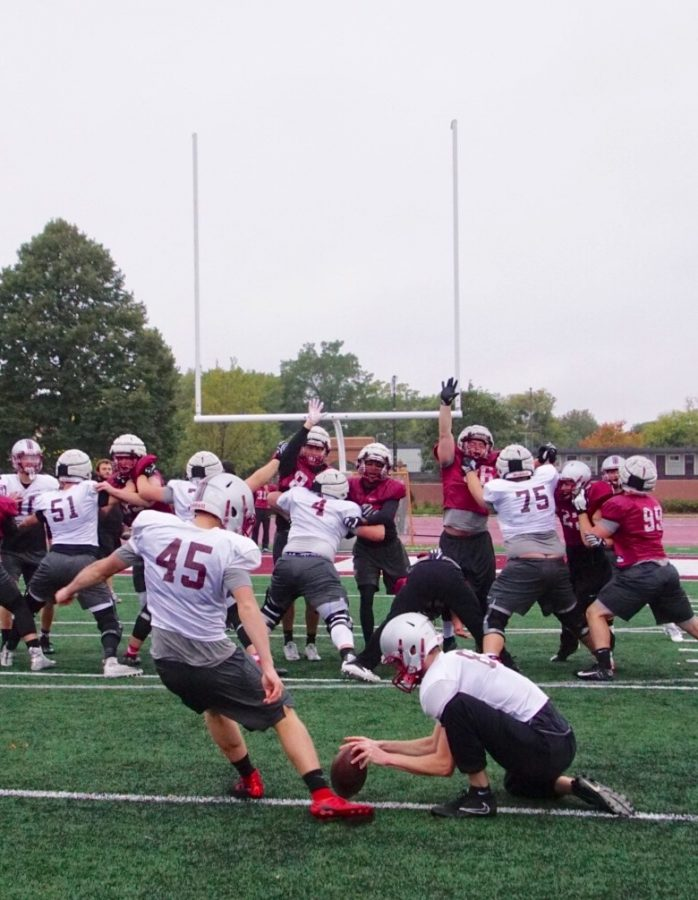 Hamline+football+team+practices+field+goals.