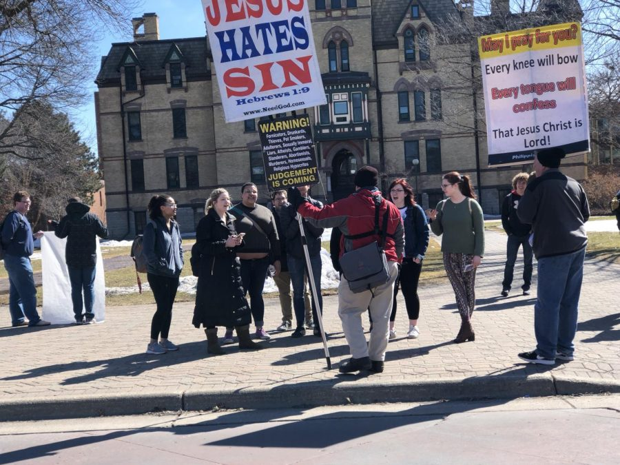 Hamline+students+speak+with+protesters+in+this+Oracle+file+photo+from+April+2018.