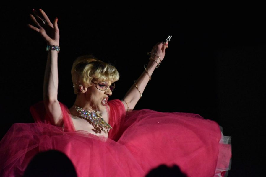 Hamline alumni Utica Queen charmed the audience with her Fairy Godmother routine in the initial round.