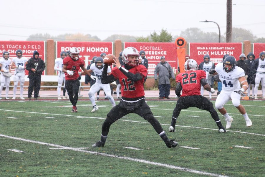 PHOTO GALLERY: Homecoming football – Pipers v. Carleton (and snow)