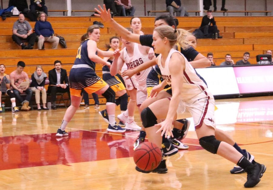 First-year+Alyssa+Williamson+drives+towards+the+basket+during+the+game+against+Concordia+on+Feb.+25.