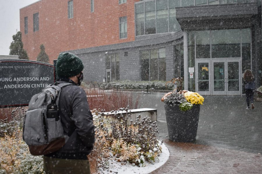 A student walks through the coming snow into the Anderson center
