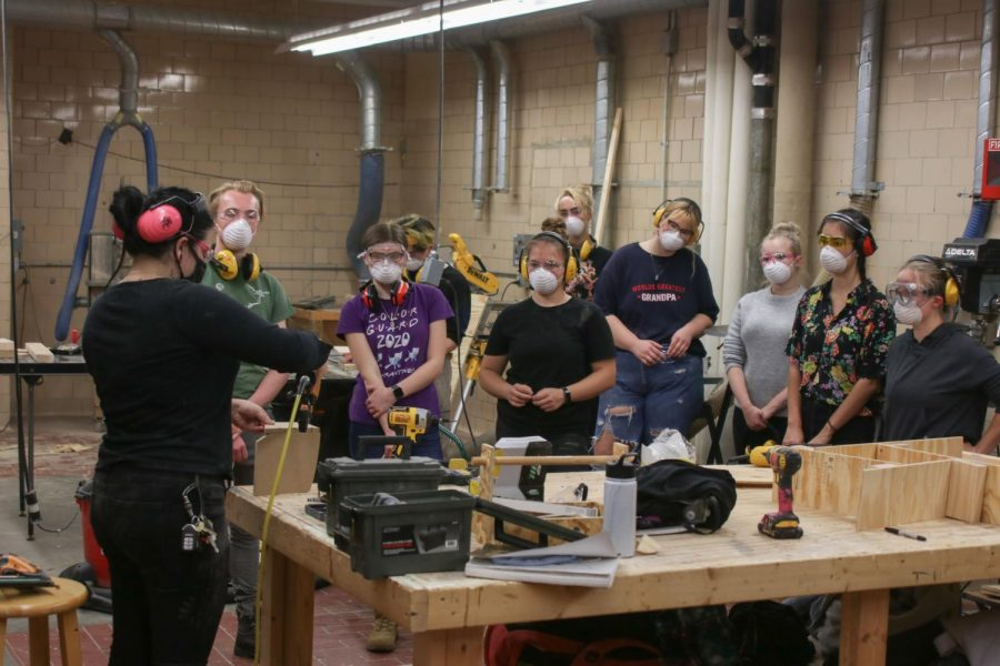 A+class+taking+place+in+person+in+the+woodshop