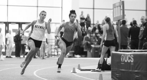 COURTESY OF HAMLINE ATHLETICS Beth Parlin ran the 4x200 relay. In 2020 her relay team took third in the MIAC Championships. This performance earned her a spot on the 2020 All-Conference Honorable Mention team. While in the championship, Parlin also ran in the 4x400 relay and the 60m hurdles.