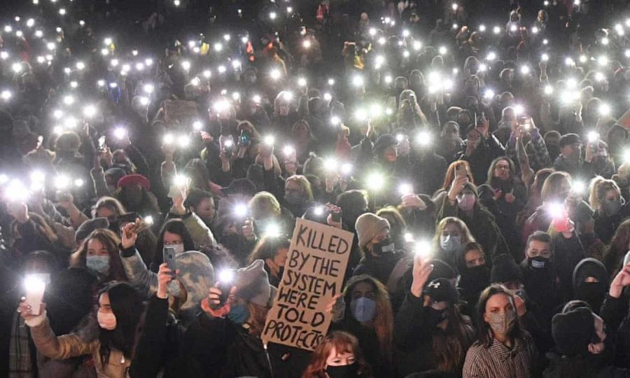 Sourced from the Guardian A vigil held in honor of Sarah Everard held in the streets of London.